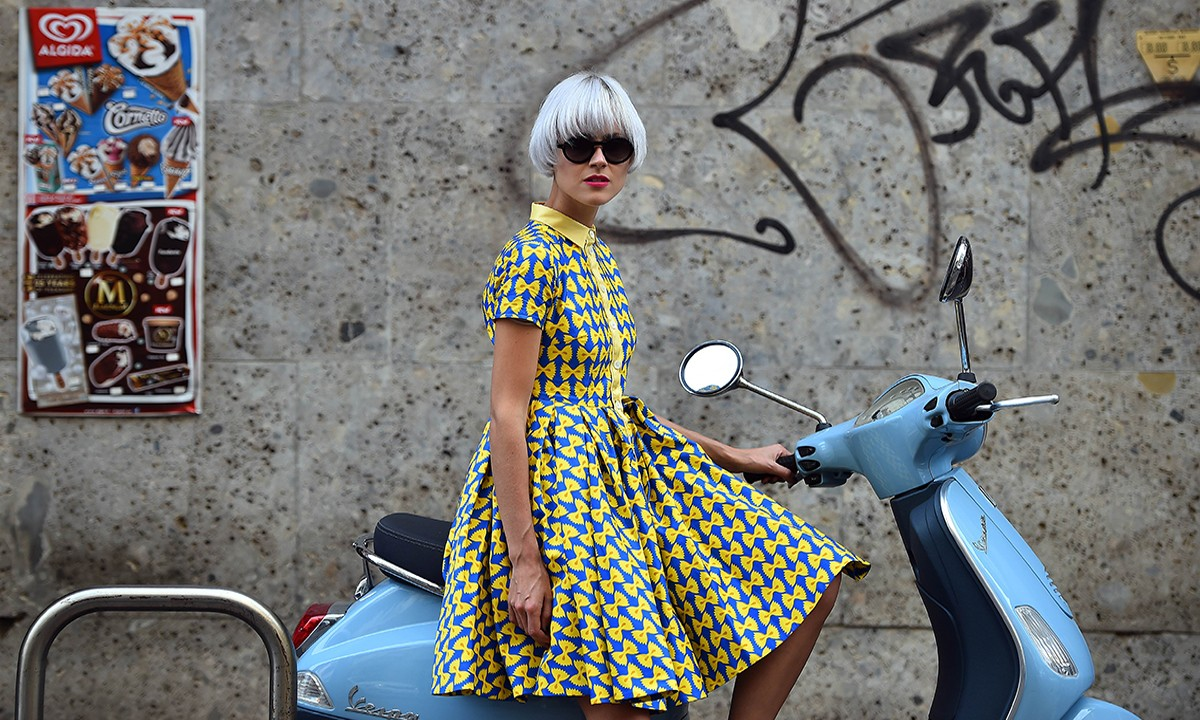 TOPSHOTS Fashion blogger Linda Tol poses in the street prior a show during the 2015 Spring / Summer Milan Fashion Week on September 21, 2014 in Milan. AFP PHOTO / GABRIEL BOUYS