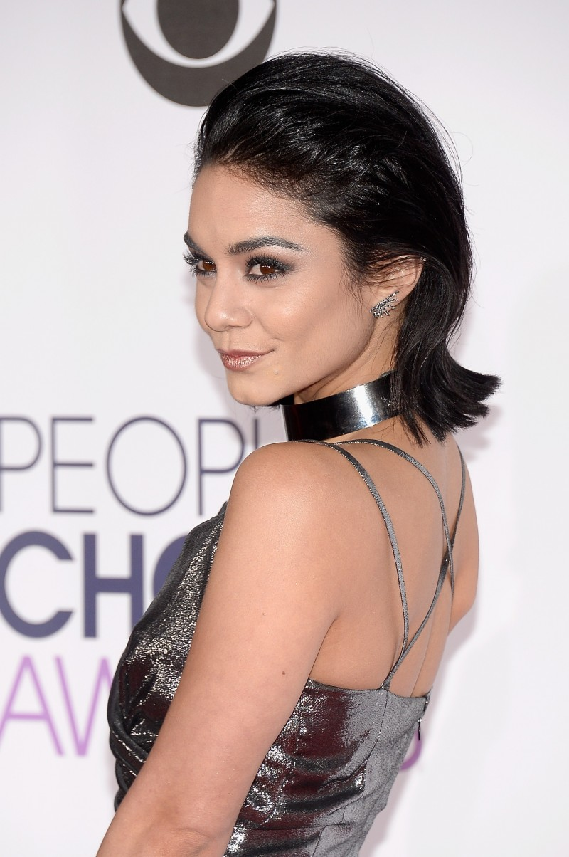 LOS ANGELES, CA - JANUARY 06: Actress Vanessa Hudgens attends the People's Choice Awards 2016 at Microsoft Theater on January 6, 2016 in Los Angeles, California. (Photo by Kevork Djansezian/Getty Images)