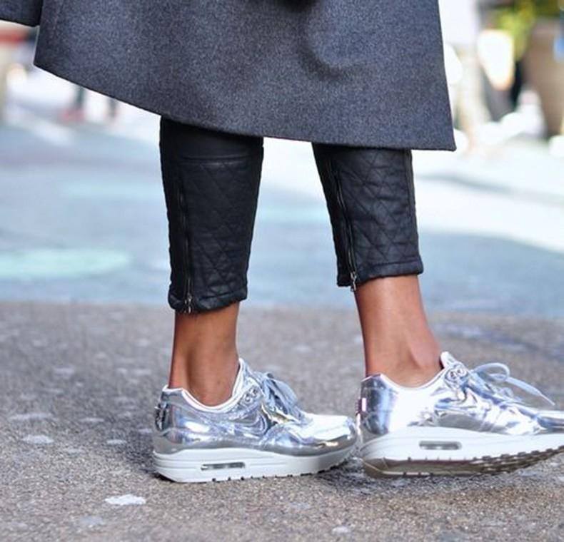 260c2c61 Zapatos plateados para días soleados - BUHO