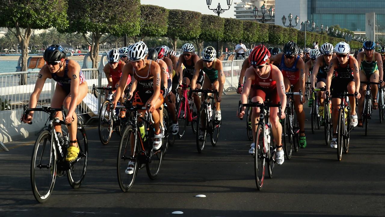 Siempre puedes optar por apuntarte a un club si tus aspiraciones en el triatlón son competitivas.