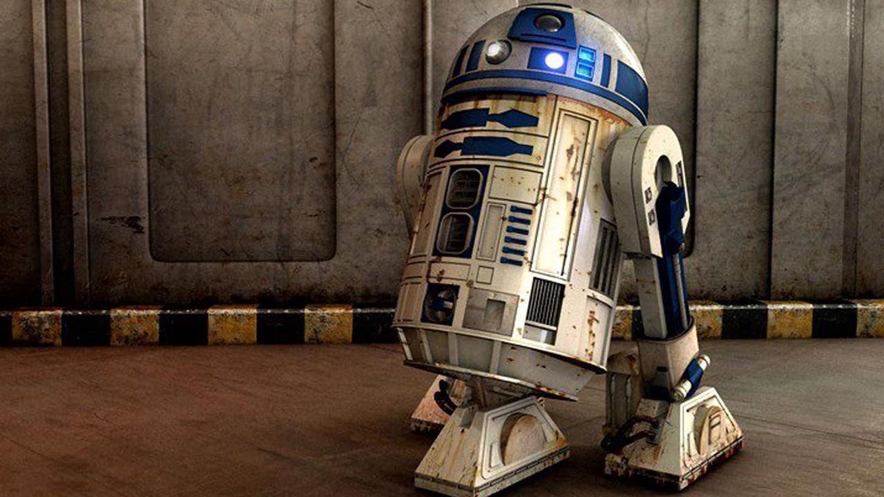 El joven de 15 años demuestra que no es tan difícil crear un R2-D2 con material reciclado.