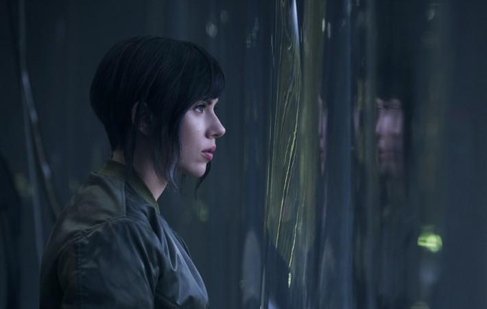 Scarlett Johansson ya luce como una cíborg letal en la adaptación al cine de Ghost in the Shell.