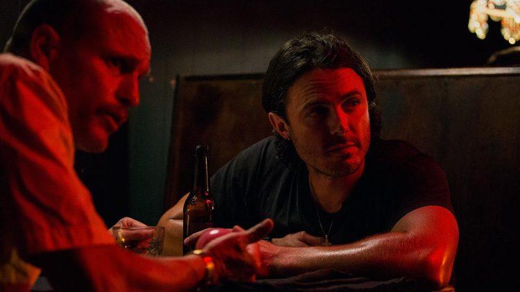 Casey Affleck y Woody Harrelson en los roles de Chris Allen y Jeffrey Allen en Triple 9.