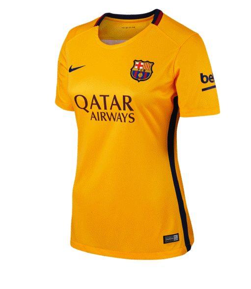 43d9a9cf4a0fa Seguramente sea porque muchas amantes del fútbol están acudiendo a las  tiendas a por estas camisetas.