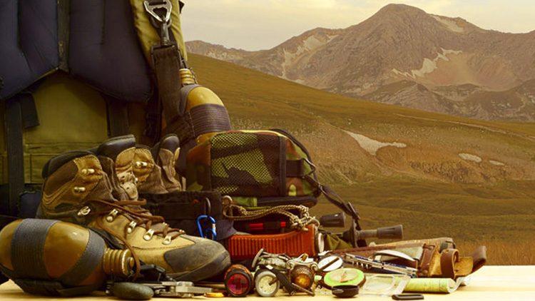 Equipamiento básico para ir a la montaña, sea la estación del año que sea y la actividad que realices.