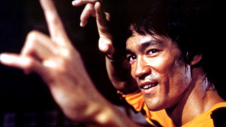 """Las citas célebres más geniales de todos los tiempos. """"Sé agua amigo"""". Bruce Lee"""
