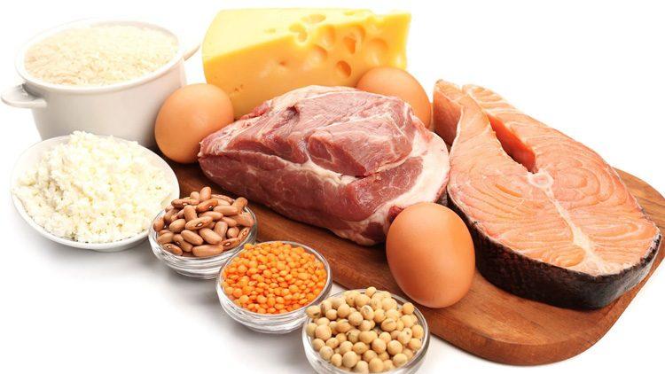 Una dieta rica en proteínas y carbohidratos es tan importante como los ejercicios en el gimnasio.