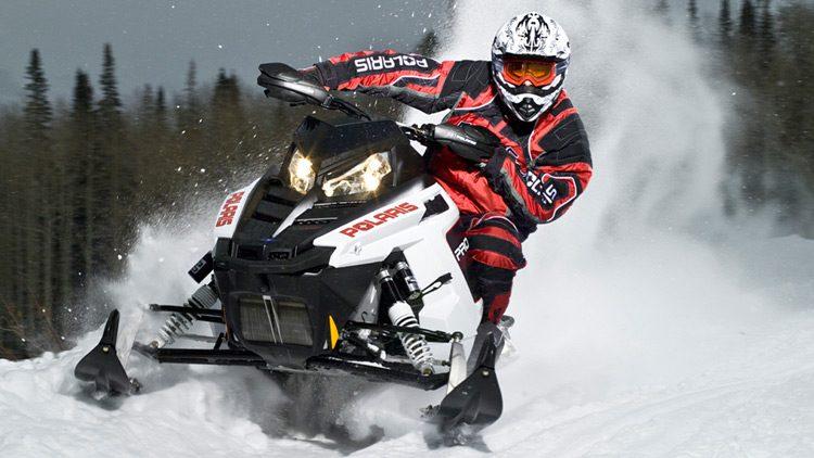 Motos de nieve, deportes motorizados para la montaña