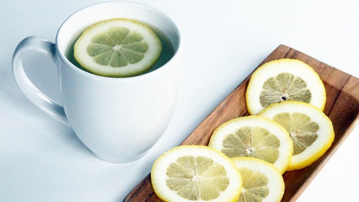 Con que tibia limon es adelgaza verdad agua tomar