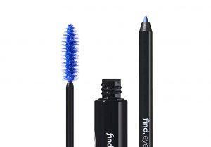 Máscara de volumen azul y lápiz de ojos azul con sacapuntas
